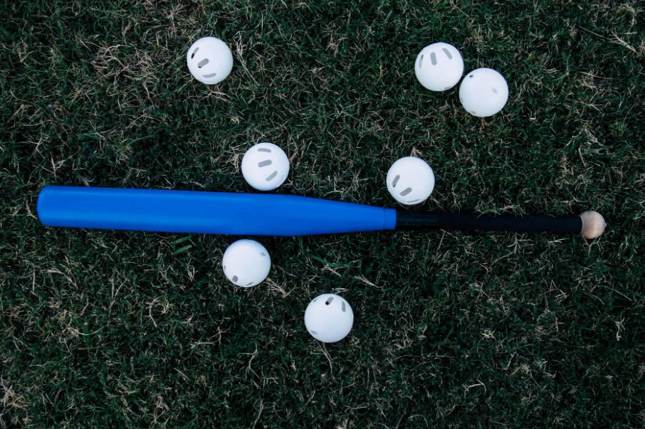 Difference between Fastpitch Bats and Slowpitch bats